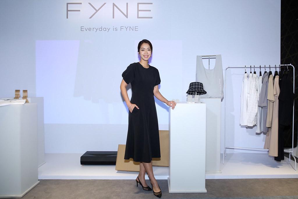 FYNE推出 re FYNE 100%無限循環、VIROBLOCK抗病毒布料兩大系列。秉持簡約設計理念,將經典的輪廓剪裁與實用機能,讓FYNE每一件時尚單品都能成為每位消費者「衣櫥裏的必備」。