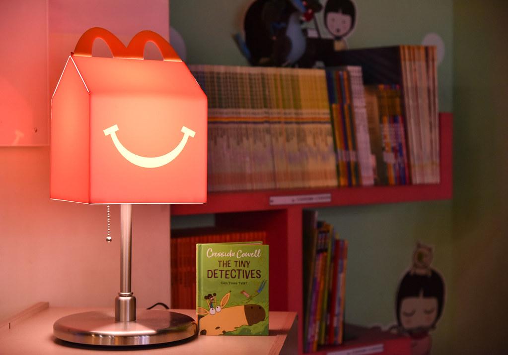 【圖說四】麥當勞陸續提供超過6,000冊雙語讀本,給全台22所家扶中心以及1家育幼院,讓更多孩子感受共讀樂趣與陪伴的溫暖。