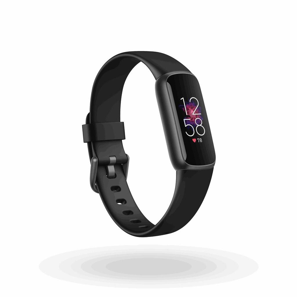 圖2.(1) Fitbit Luxe具有黑色、月光白與蘭花紫三種顏色可供選擇,在台售價為新台幣4,490元,產品將於 6 月起正式在全球發售(圖...