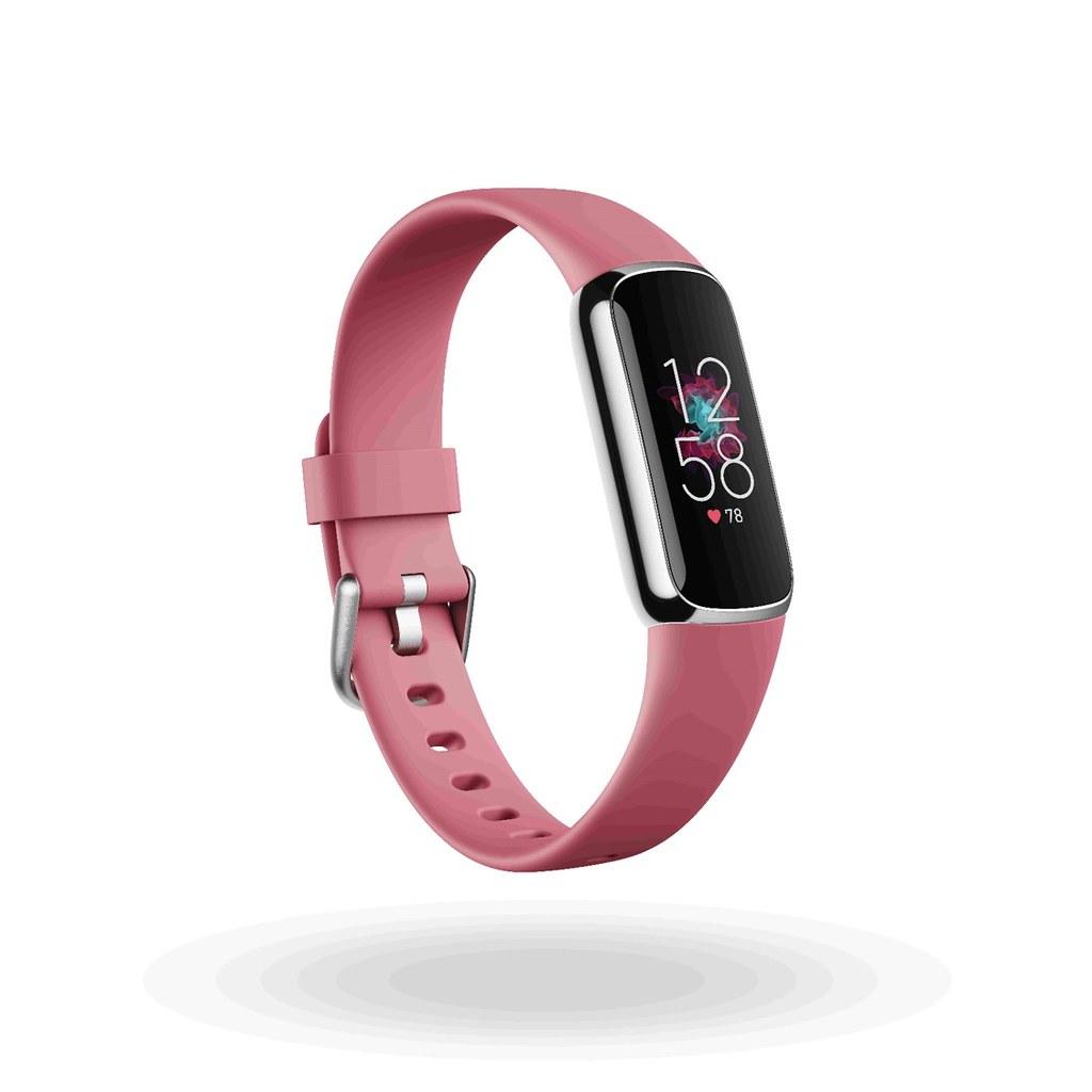 圖2.(3) Fitbit Luxe具有黑色、月光白與蘭花紫三種顏色可供選擇,在台售價為新台幣4,490元,產品將於 6 月起正式在全球發售 (...