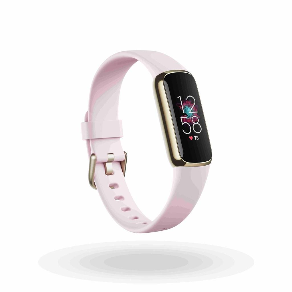 圖2.(2) Fitbit Luxe具有黑色、月光白與蘭花紫三種顏色可供選擇,在台售價為新台幣4,490元,產品將於 6 月起正式在全球發售(圖...