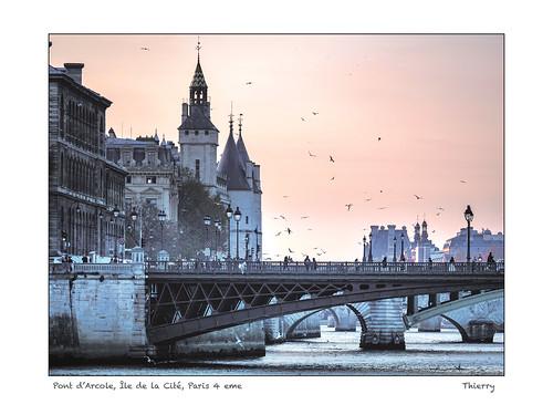 Pont d'Arcole, Île de la Cité, Paris 4 eme