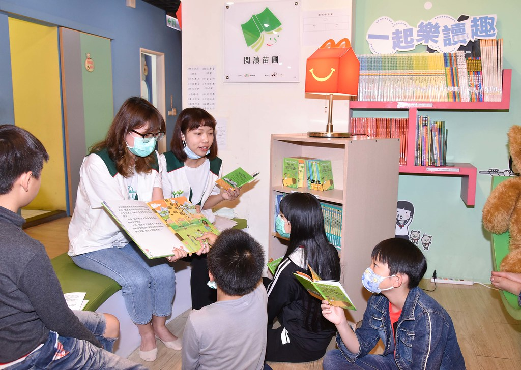 【圖說二】全台各地的家扶孩子,都可以透過麥當勞雙語讀本「一起樂讀趣」,透過共讀感受用心在一起的美好陪伴。