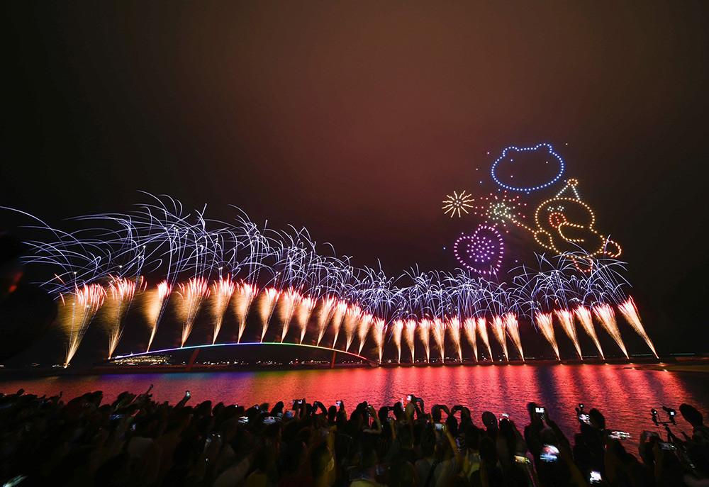 【圖8】LINE透過400台無人機科技燈光秀展演,LINE-FRIENDS熊大、兔兔、莎莉躍上星空與民眾見面_11