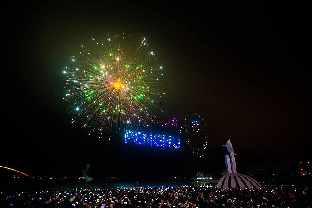 【圖8】LINE透過400台無人機科技燈光秀展演,LINE-FRIENDS熊大、兔兔、莎莉躍上星空與民眾見面_7