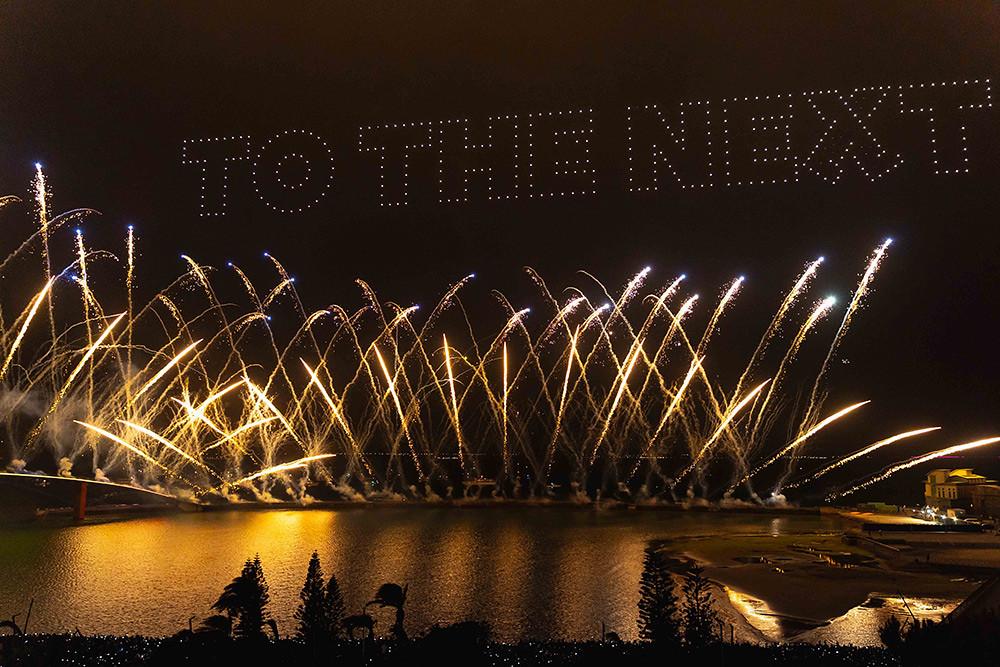 【圖8】LINE透過400台無人機科技燈光秀展演,LINE-FRIENDS熊大、兔兔、莎莉躍上星空與民眾見面_5