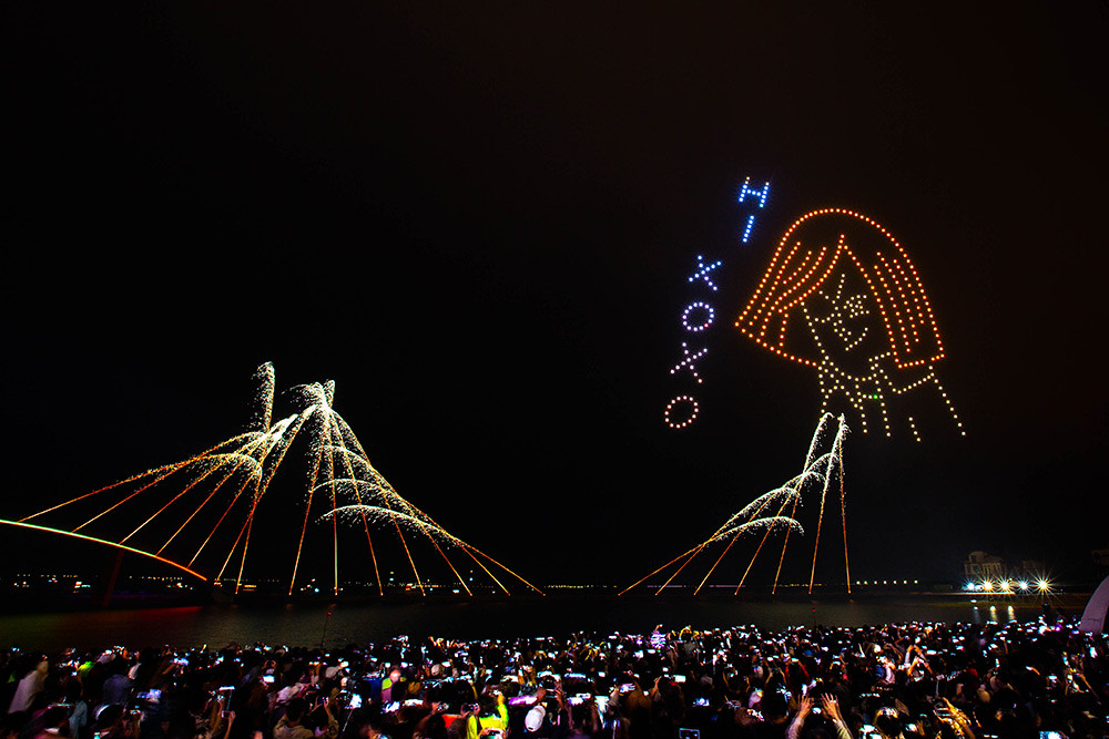 【圖8】LINE透過400台無人機科技燈光秀展演,LINE-FRIENDS熊大、兔兔、莎莉躍上星空與民眾見面_1
