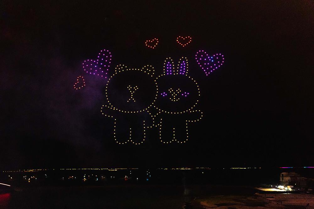 【圖8】LINE透過400台無人機科技燈光秀展演,LINE-FRIENDS熊大、兔兔、莎莉躍上星空與民眾見面_10