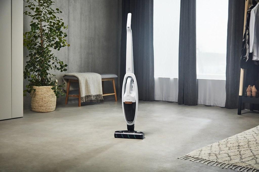 【新聞照片2】伊萊克斯全新Well Q7無線吸塵器,搭載UV床墊電動吸頭,打掃更全面