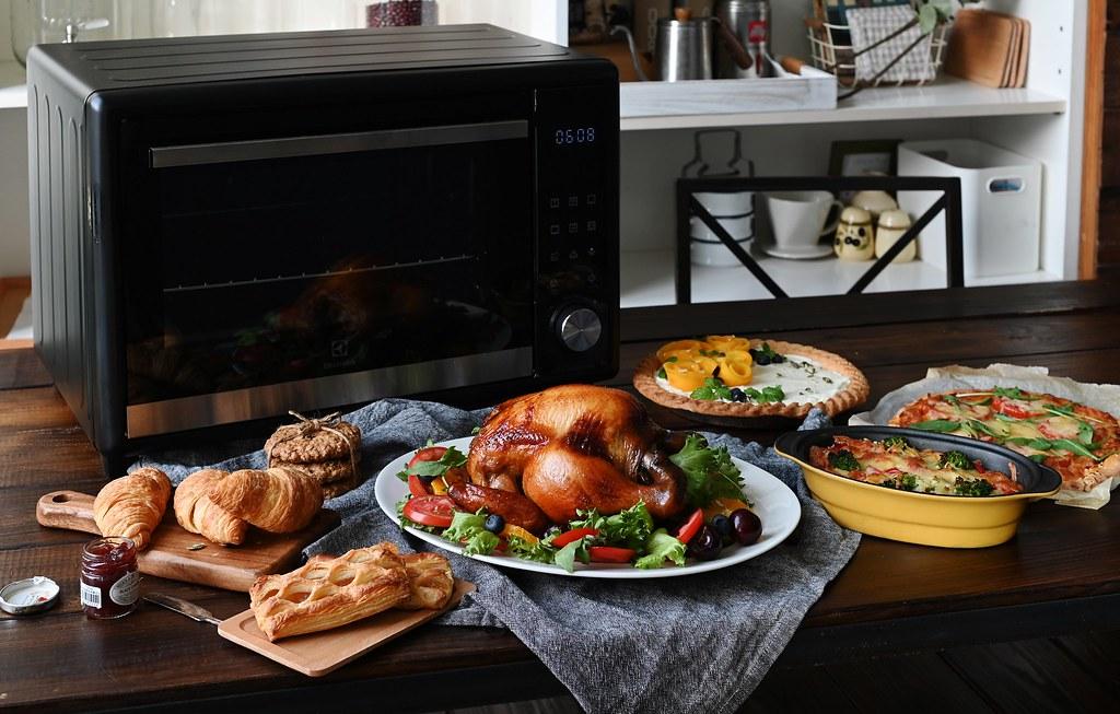 【新聞照片5】伊萊克斯40L電子式精準控溫旋風烤箱,烘焙新手也可輕易完成多道大師級料理