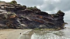 La roca que abraza la Cala de Las Mulas