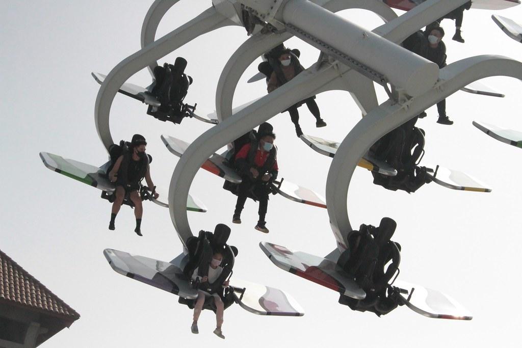 鈴鹿賽道樂園最刺激的遊樂設施-天空飛行家,現在只要到樂園出示身分證,ID數字有5跟1者,可享暢遊票原價票價半價優惠