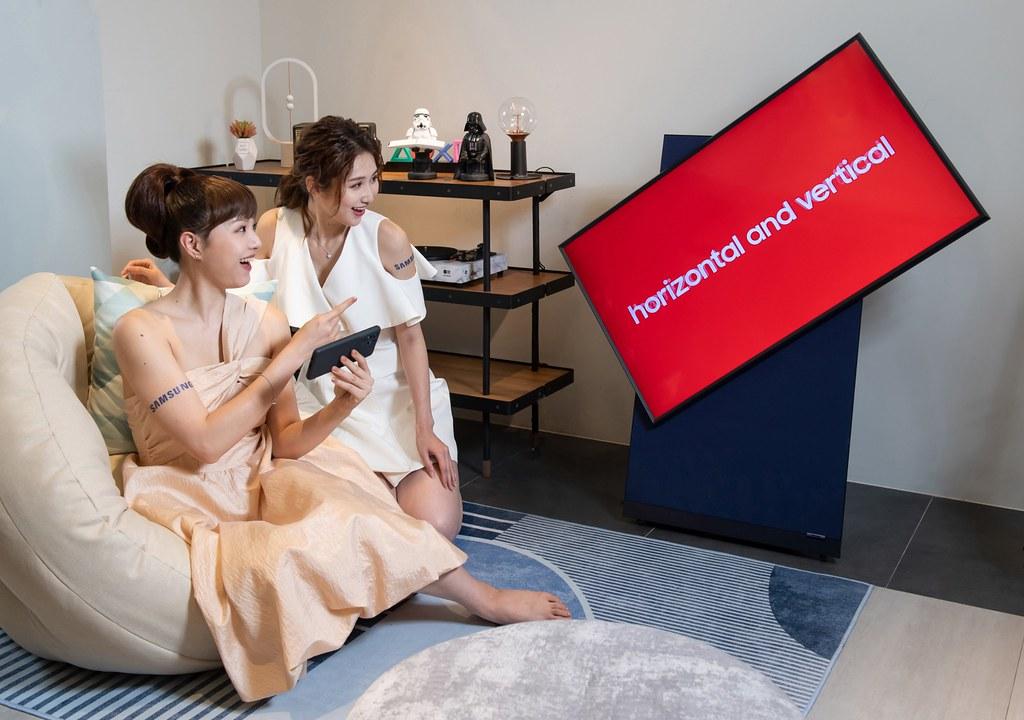 【新聞照片8】The Sero翻轉電視輕鬆串聯,隨手機使用角度,自由於水平與垂直間靈活切換