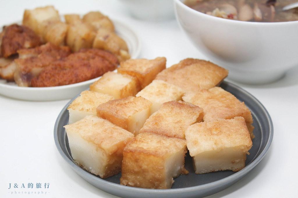 生炒魷魚料多實在45元就吃得到,糯米腸只要10元,還有芋粿Q、蘿蔔糕可以選擇!高記生炒魷魚 @J&A的旅行