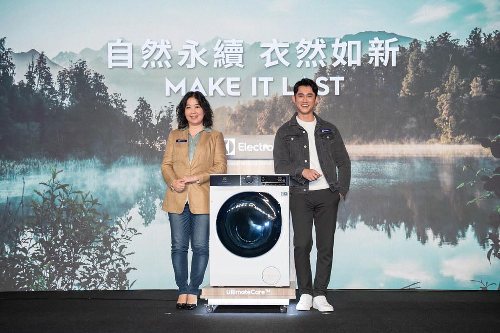 【新聞照片10】伊萊克斯台灣、香港總經理余倩梅(左)與年度代言人吳慷仁(右),秉持自然永續衣然如新理念推極淨呵護系列滾筒洗衣機和洗脫烘衣機。