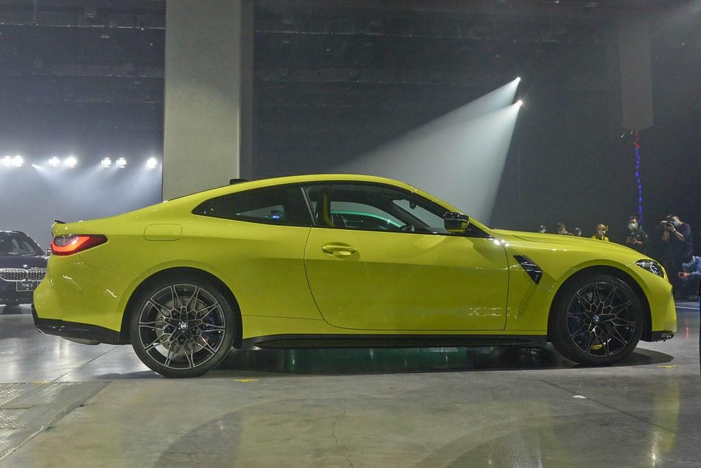 BMW 210429-8