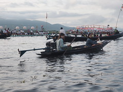 Inle Tourists gather