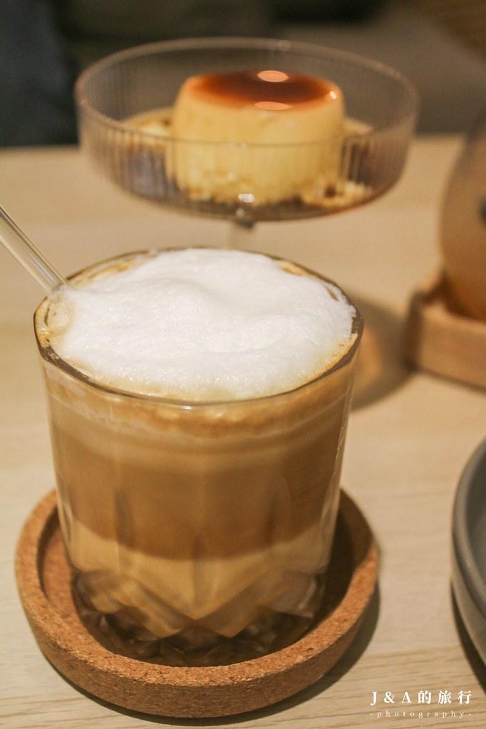 別處咖啡。可以畫畫又有貓陪伴的咖啡館,甜點40元起就吃得到 @J&A的旅行