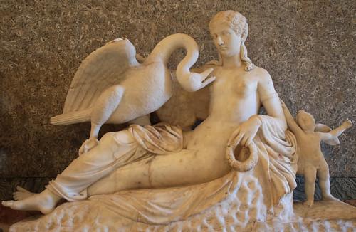 Gruppo di Leda col cigno ed Eros, opera romana del III secolo d.C. (con testa di Antonina minore non pertinente del I d. C.) - Sala della Paolina - Galleria Borghese, Roma