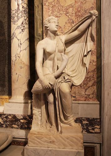 Leda con il cigno (IV secolo a.C.) possibile copia da un originale di Timoteo, scultore greco antico, nato forse a Epidauro, ma di formazione ateniese, attivo tra il 380 e il 350 a.C. - Galleria Borghese, Roma