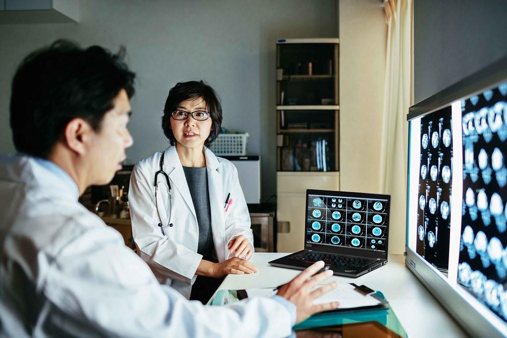 【新聞照片3】ThinkPad T14筆電為醫療機構提供客製化配置,守護醫療從業人員及患者。
