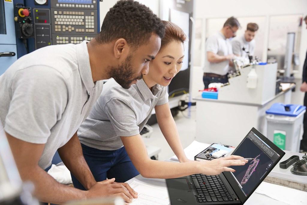 【新聞照片1】Lenovo針對不同產業的需求,推出適合所有行動工作者的ThinkPad商務筆電。