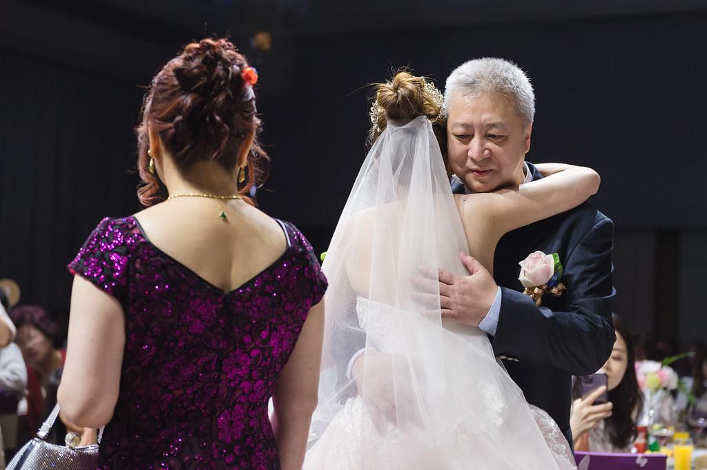 婚攝,婚禮紀錄,婚禮攝影,鯊魚團隊,婚攝推薦,台北美福飯店,迎娶闖關,龍鳳褂