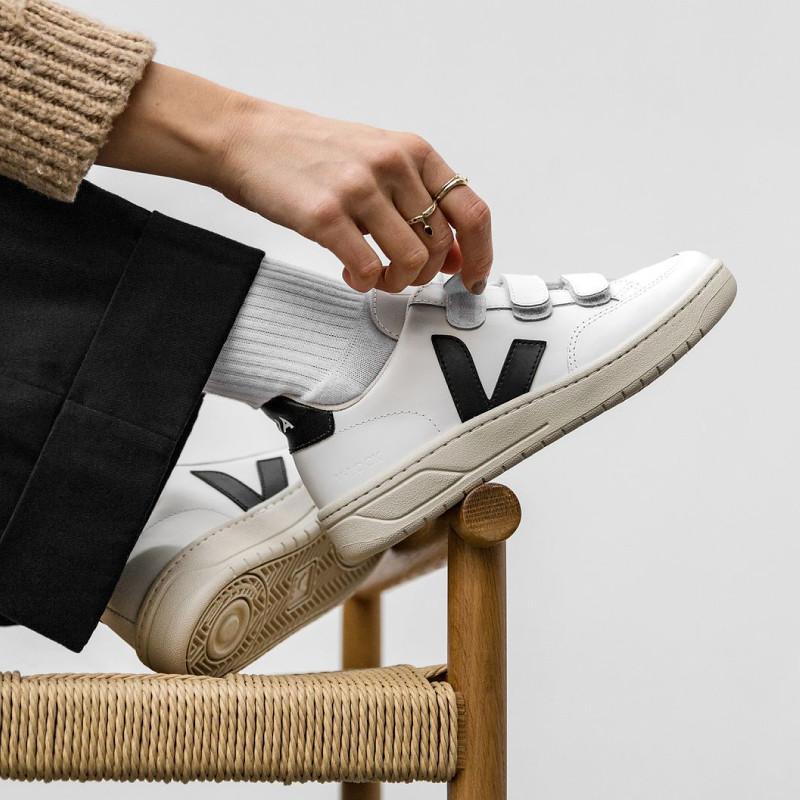 誠品線上「浪漫購物節」推「百大浪漫」商品 onefifteen初衣食午品牌館新品登場 VEJA系列鞋款 6月5日前全面85折。