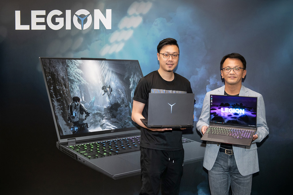 【新聞照片2】Lenovo宣布搭載AMD Ryzen-H 系列處理器的全新Legion電競筆電在台上市。右起:Lenovo台灣區總經理林祺斌、Lenovo台灣區家用業務資深經理姜哲祺