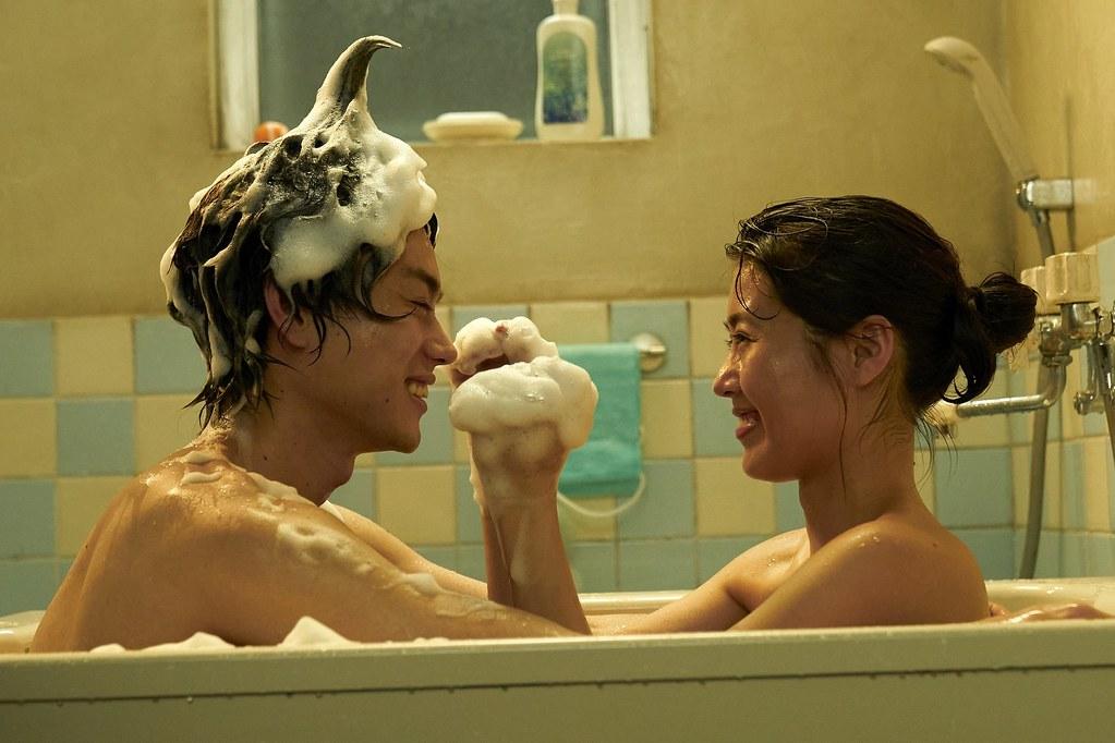 《花束般的戀愛》菅田將暉、有村架純泡泡浴