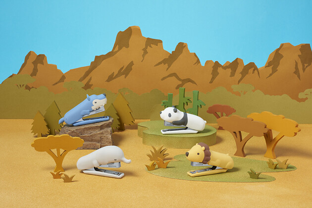 圖一:日本文具事務用品品牌MAX推出動物系列釘書機,將剛硬的釘書機套上獅子、野狼、熊貓等叢林動物外皮|誠品書店