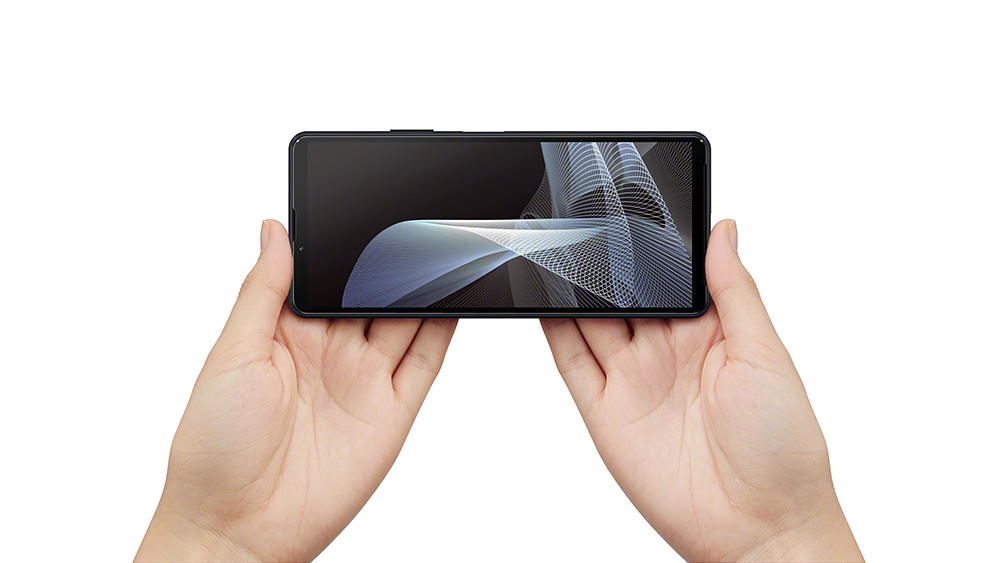 Xperia-10-III_in-hand_viewing_both_hand_Large