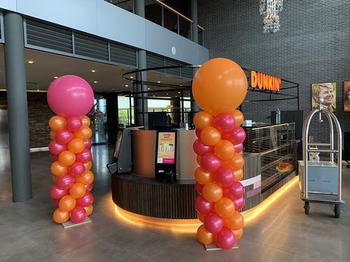 Ballonpilaar Breed Rond Opening Dunking Donuts Hotel van der Valk Ridderkerk