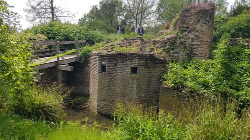 Ruine ter Cleeff, kasteelmuren