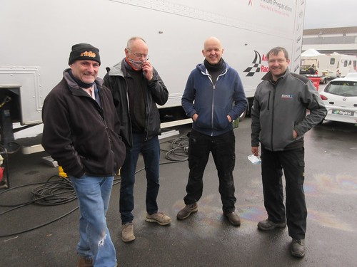 Dave Messenger and team seeks advice from Paul Plant about C1 24 Hours