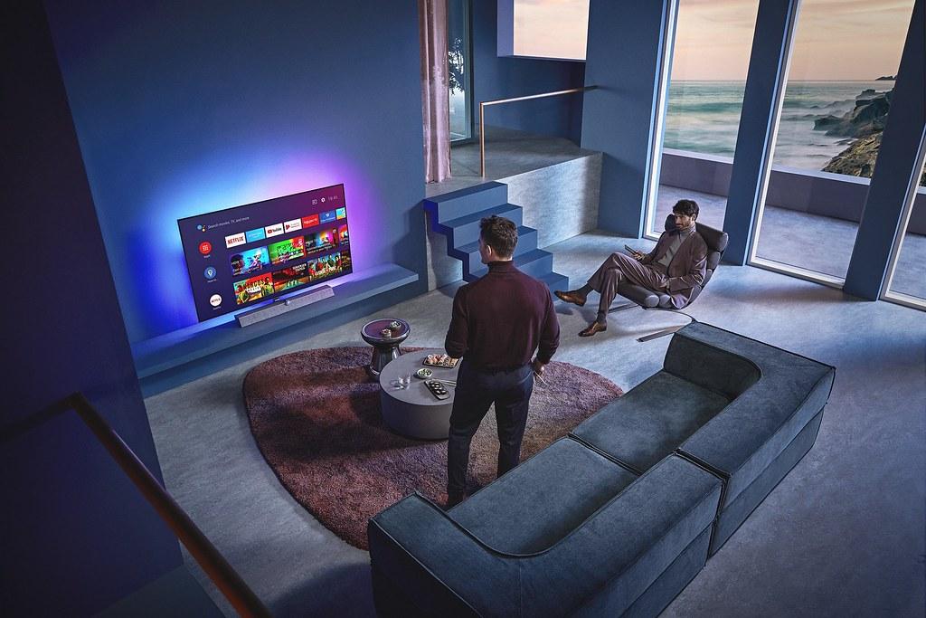 OLED 935具備多端支援的功能,讓家庭娛樂無所侷限