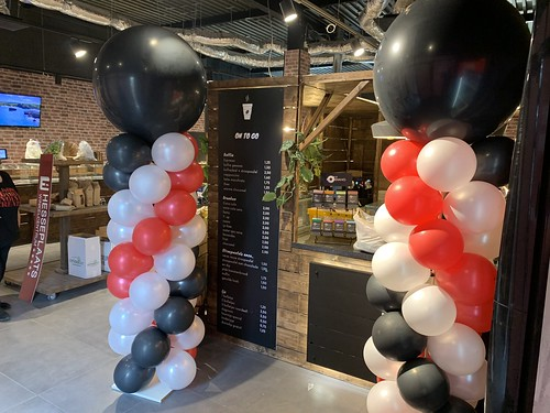 Ballonpilaar Breed Rond Opening Notenwinkel Hesseplaats Rotterdam