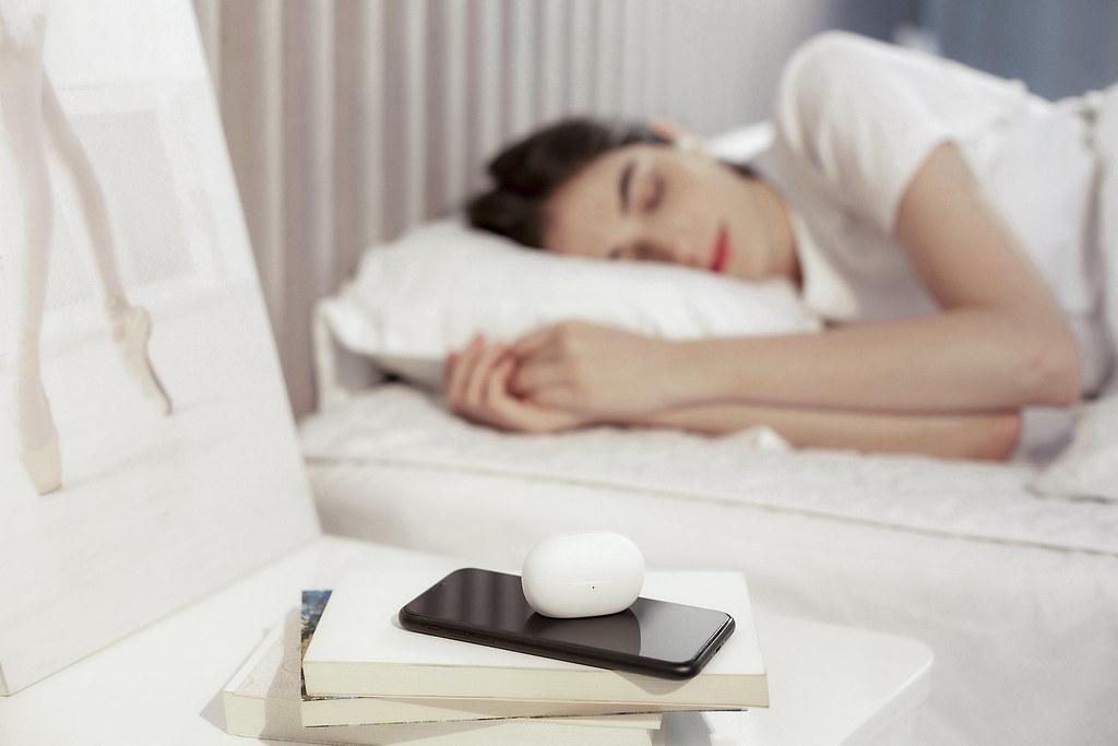 1MORE ComfoBuds Z 真無線耳機,重視舒眠場景,輕巧舒適設計、多首獨家舒眠音效,經由研究單位測試檢測證實有效提升睡眠品質。
