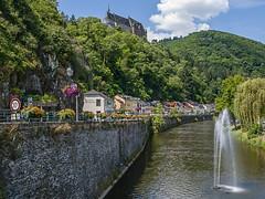 Burg Vianden en Rivier de Our - Vianden - Luxemburg