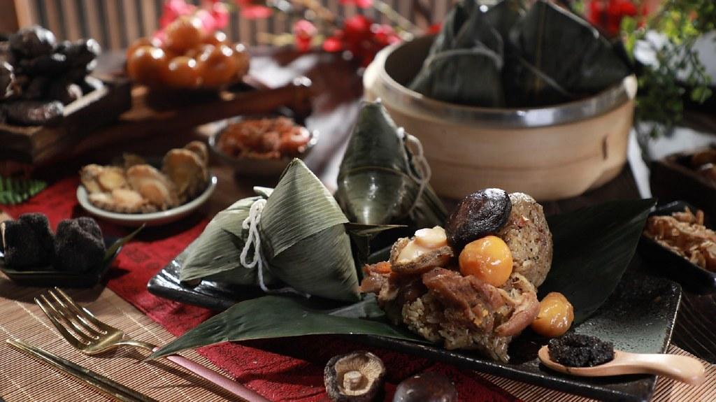 誠品線上|國宴主廚溫國智推薦端午名粽|頂級松露鮑魚粽(6入)|86折特價1,210元。