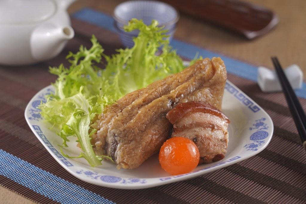 誠品線上|山喜屋詹姆士濃粽禮盒 (川香牛粽X2+鮮肉蛋黃粽X3) |特價799元|原價850元。