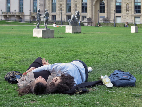 Lovers and statues on the grass