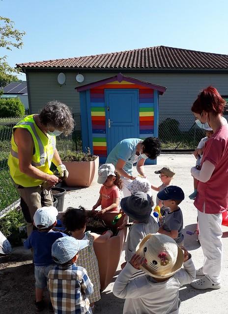 Photo 10 - Activités jardinage au multi-accueil
