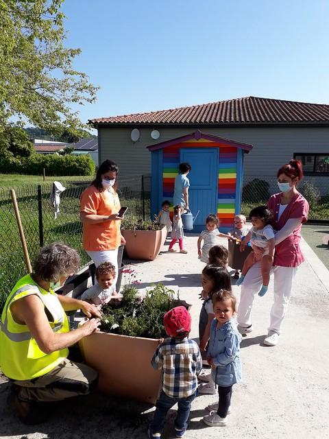 Photo 2 - Activités jardinage au multi-accueil