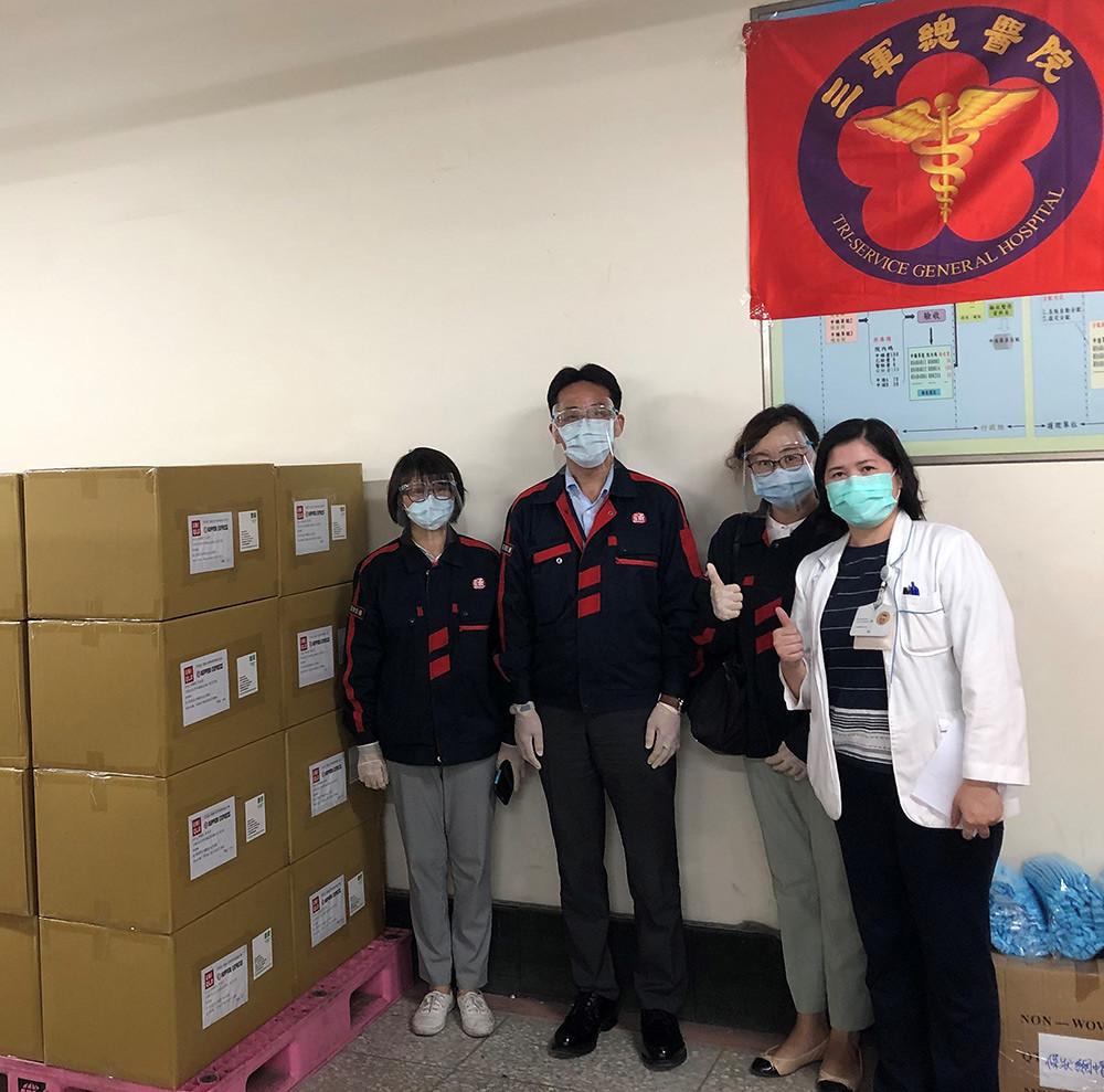 UNIQLO捐贈7,800份AIRism科技空氣衣守護組應援前線醫護警消人員,以服裝的力量與社會並肩前行