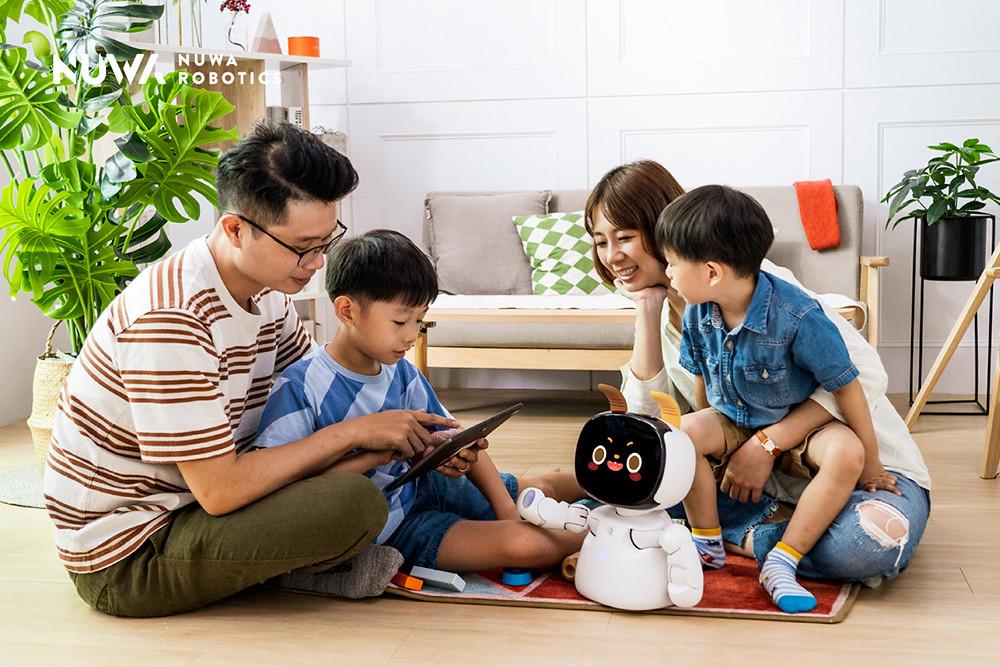 圖說四:「Kebbi-Air-S」是數位世代孩童學習、娛樂的最萌小幫手,更是管理全家智慧生活的好夥伴。