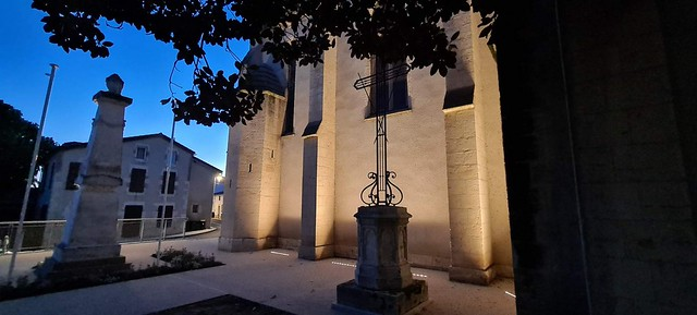 Photo 2 - Éclairage de l'église et du monument aux morts de Saint-Pierre-de-Gaubert