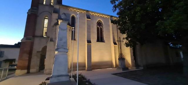 Photo 3  - Éclairage de l'église et du monument aux morts de Saint-Pierre-de-Gaubert