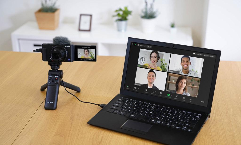 圖4) 會議、視訊、直播三棲的輕影⾳神機 Sony ZV-1系列,限時回饋NT$3,000,可大幅提升居家辦公學習視訊影像的明亮好氣色與清新畫質。