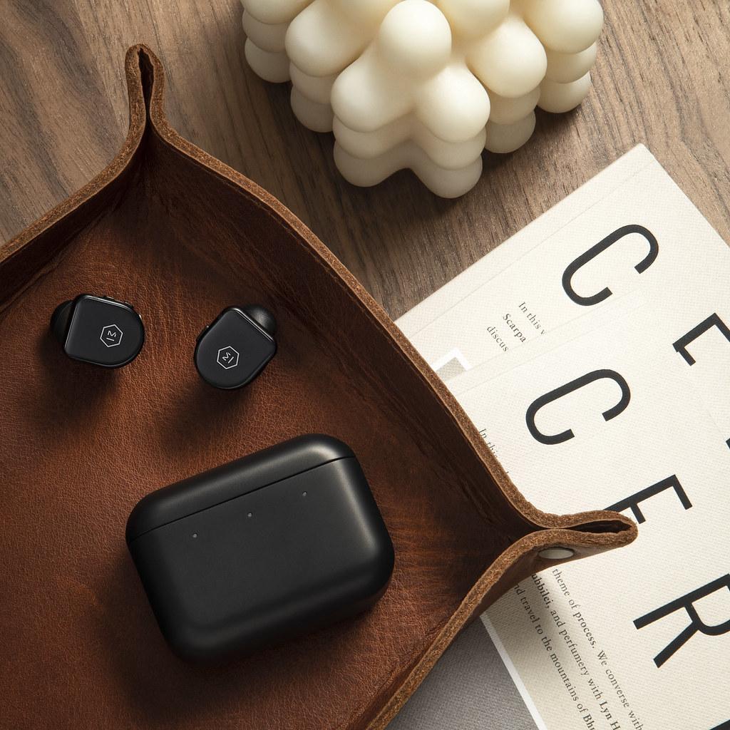 MW08BK_lifestyle-tray-leather
